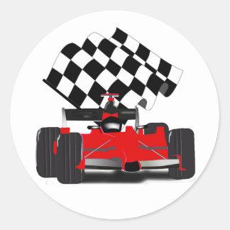 チェック模様の旗が付いている赤いレースカー ラウンドシール
