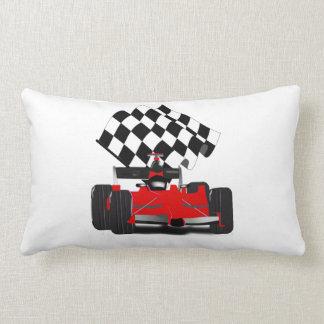 チェック模様の旗が付いている赤いレースカー ランバークッション