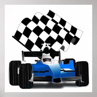 チェック模様の旗が付いている青いレースカー ポスター