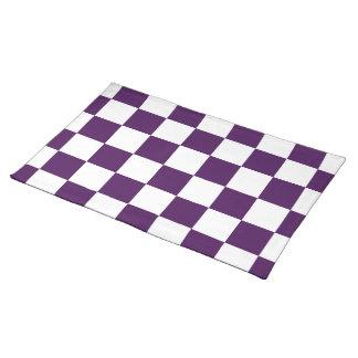 チェック模様の紫色および白い ランチョンマット