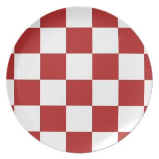 チェック模様の赤と白 プレート