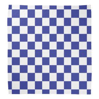 チェック模様の青および白い バンダナ