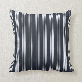 チェルシーの濃紺のストライプな枕 クッション