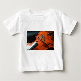 チェロは弦楽器の木製の楽器をひもでつなぎます ベビーTシャツ