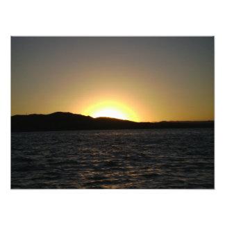 チチカカ湖の写真のプリント上の日没 フォトプリント