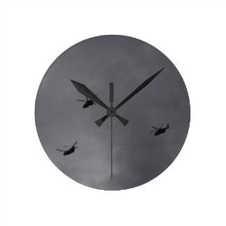 チヌックおよびマーリン ラウンド壁時計