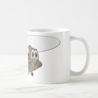 チヌックのカムフラージュのヘリコプターの漫画 コーヒーマグカップ