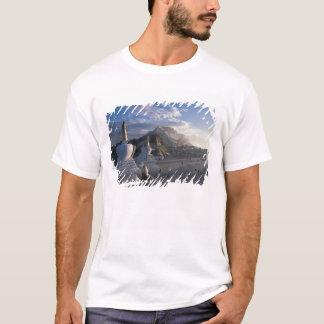 チベット-ラサ。 日の出のPotala Tシャツ