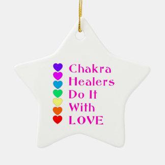 チャクラの治療師は愛とのそれをします セラミックオーナメント