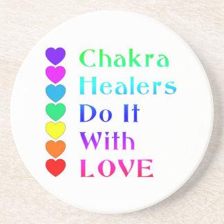 チャクラの治療師は虹色の愛とのそれをします コースター