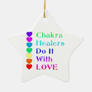 チャクラの治療師は虹色の愛とのそれをします セラミックオーナメント