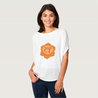 チャクラのSvadhishthanaのSacral女性のキャンバスの上 Tシャツ
