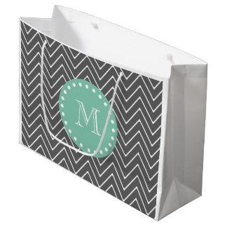 チャコールグレーのシェブロンパターンミントの緑のモノグラム ラージペーパーバッグ