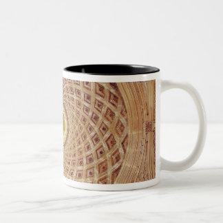 チャペルのキューポラの内部の眺め ツートーンマグカップ