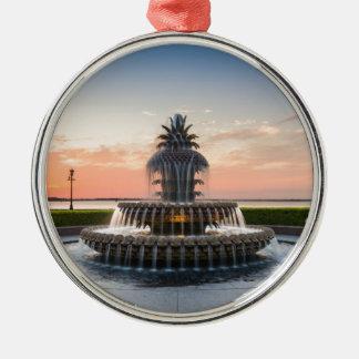チャールストンサウスカロライナのパイナップル噴水 メタルオーナメント