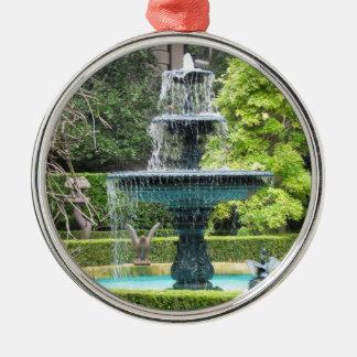 チャールストンサウスカロライナの庭の噴水のオーナメント メタルオーナメント