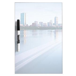 チャールズ川を渡るボストン背部湾 ホワイトボード