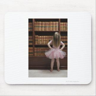 チュチュの読本カバーの小さな女の子 マウスパッド