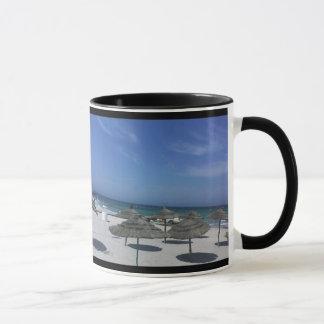チュニジアのビーチのコップ マグカップ