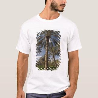 チュニジアのKsour区域、Ksar Ghilaneのナツメヤシ2 Tシャツ