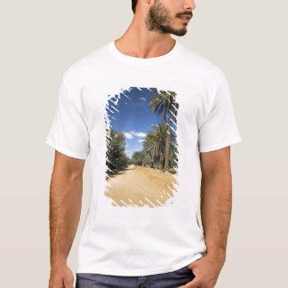 チュニジアのKsour区域、Ksar Ghilaneのナツメヤシ Tシャツ