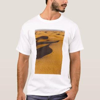 チュニジアのKsour区域、Ksar Ghilane、壮大なエルグ Tシャツ