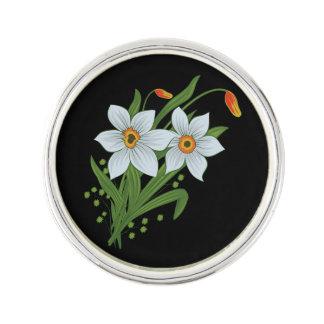 チューリップおよびラッパスイセンの花の黒い背景 ラペルピン