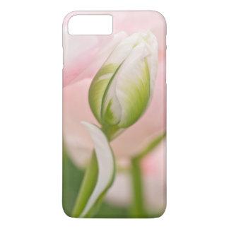 チューリップおよび芽のクローズアップ iPhone 8 PLUS/7 PLUSケース