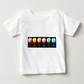 チューリップのフラワー・ショー: 芸術NAVIN JOSHIの低価格のギフト ベビーTシャツ