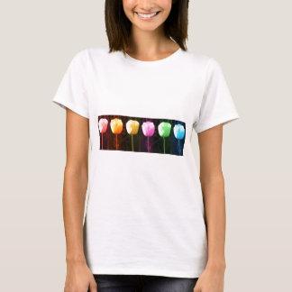 チューリップのフラワー・ショー: 芸術NAVIN JOSHIの低価格のギフト Tシャツ
