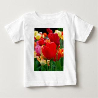 チューリップの虹 ベビーTシャツ