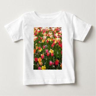 チューリップ、カラフル ベビーTシャツ