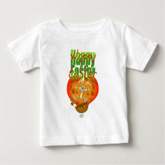 チョコレートの卵のイースターのウサギの素早く書き留めること ベビーTシャツ