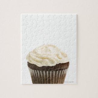 チョコレートアイシング、スタジオが付いているカップケーキは2つを撃ちました ジグソーパズル