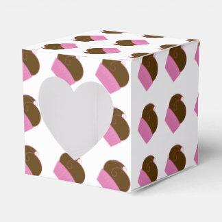 チョコレートカップケーキのピンクのラッパー フェイバーボックス