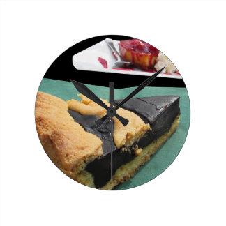 チョコレートケーキおよびチーズケーキの部分 ラウンド壁時計