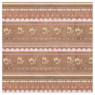 チョコレートフクロウおよびピンクのハートの生地 ファブリック