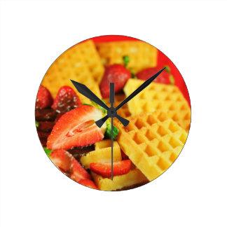 チョコレートベルギー・ワッフルおよびいちご ラウンド壁時計