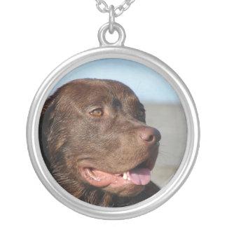 チョコレート実験室犬のネックレス シルバープレートネックレス