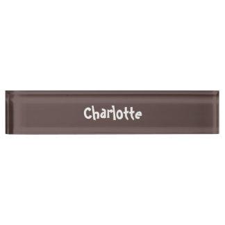 チョコレート色のパーソナライズされたな机用ネームプレート