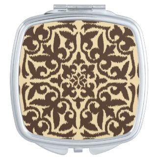 チョコレート色のIkatのダマスク織パターン-およびタン