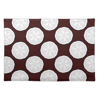 チョコレート色及び白いデザイナーランチョンマットのギフト ランチョンマット