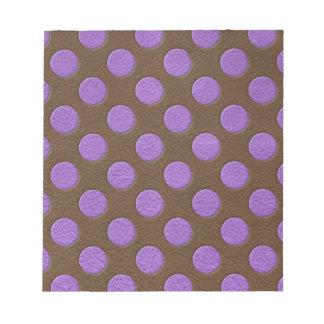 チョコレート革プリントの紫色の水玉模様 ノートパッド