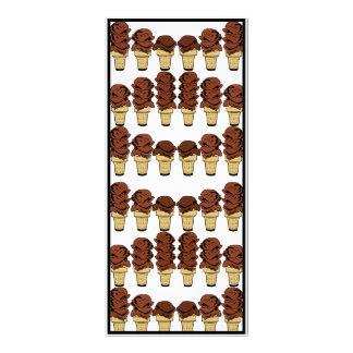 チョコレート・アイス・クリームの円錐形の背景 ラックカード