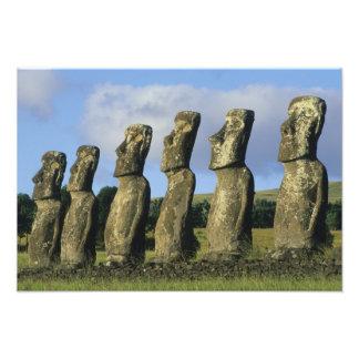 チリのイースター島、Rapa Nui、Ahu Akivi フォトプリント