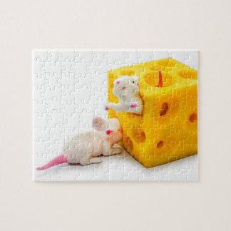 チーズおもしろいなおもちゃのパズルのネズミ ジグソーパズル