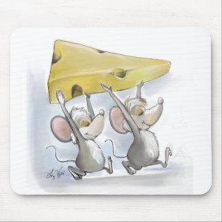 チーズマウスパッドを持って来るMic及びMac マウスパッド