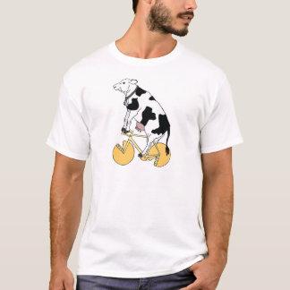 チーズ車輪の車輪が付いている牛乗馬のバイク Tシャツ