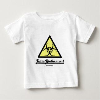 チーム生物学的災害[有害物質] (生物学的災害[有害物質]の警告標識) ベビーTシャツ