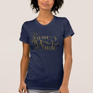 チーム花嫁のSwashyのフェミニンなレタリングの金ゴールド Tシャツ